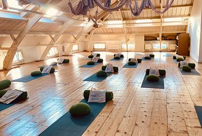 yoga opleidingen amsterdam